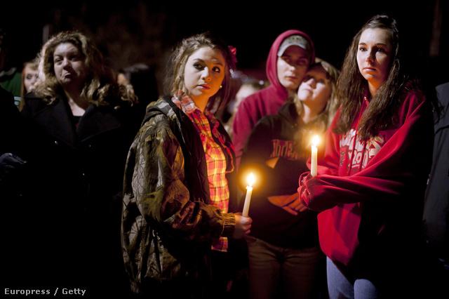 2012. február: egy ohiói középiskolában tört ki lövöldözés, öten megsebesültek, egyikük meghalt.