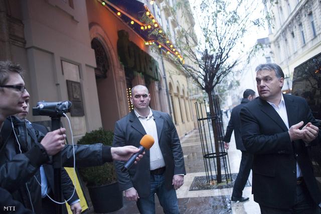 """Orbán Viktor a helyszínen őt kérdező riporternek azt válaszolta: """"Keretszámok? - Azok nem lesznek"""""""