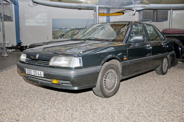 Havel a Renault 21-et használta elnöki autónak. Mario Soares portugál elnöktől kapta, szerette, mert nem volt hivalkodó