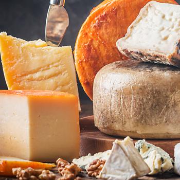 9 tipp, hogy frissek maradjanak a sajtok a hűtőben - A helyes csomagolás is számít