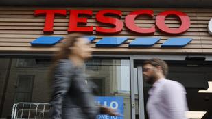 Kockázatos körülmények, kiélezett bértárgyalás – fontos megállapodás jöhet a Tescónál