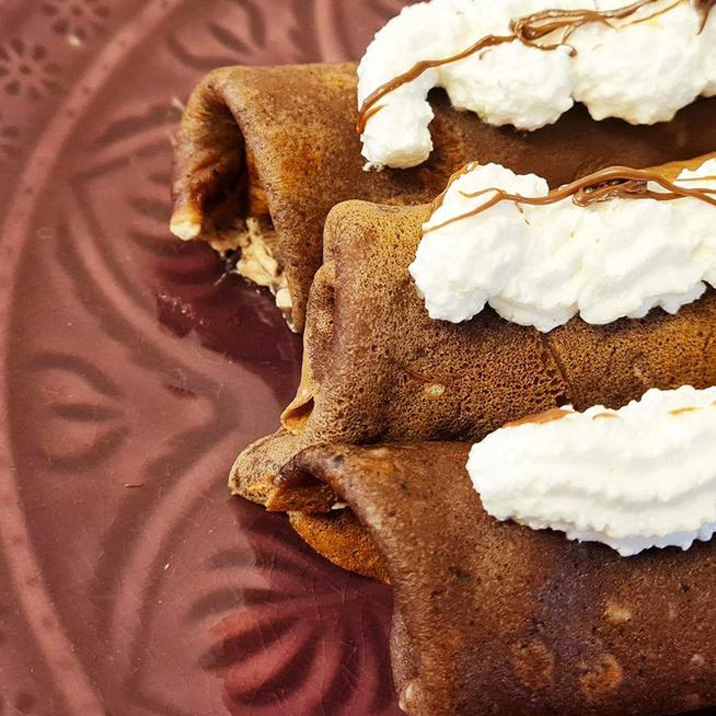 Gombóc Artúr kedvenc palacsintája: az édesség tésztája és a tölteléke is csokis