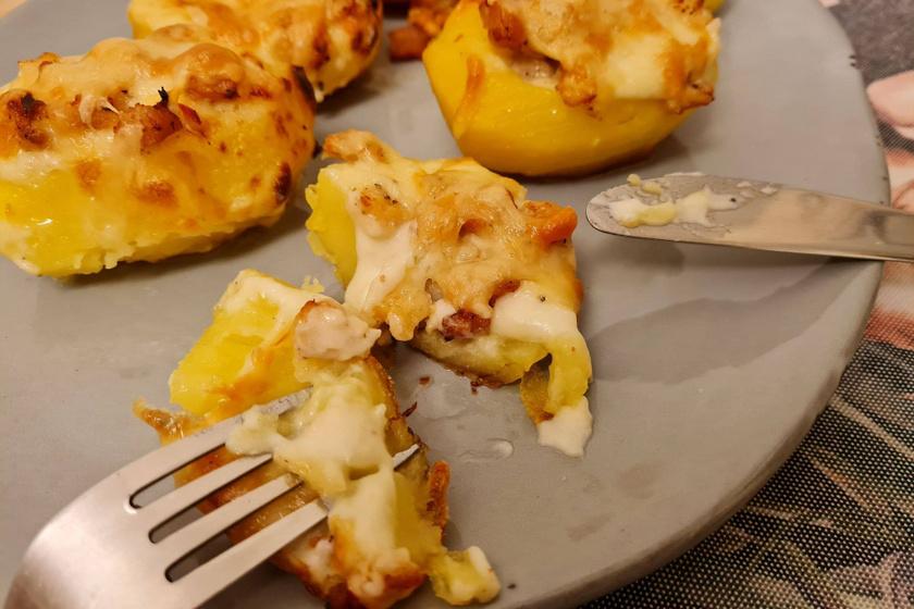Hússal és sajtos besamelmártással töltött burgonya – Eteti magát, olyan finom