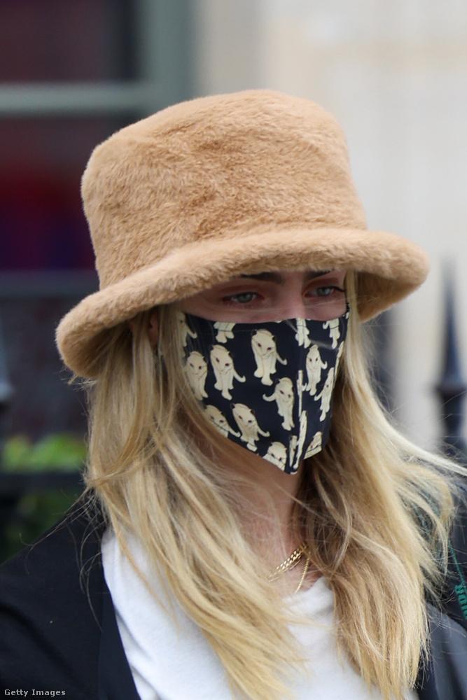 Nem ismerős a kalapos nő átható tekintete?