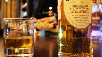 Elárvereznek egy 72 éves skót whiskyt