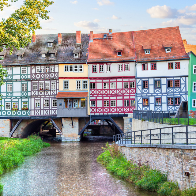 Már 500 éve lakják a középkori hidat: akár egy kosztümös film díszlete, olyan az erfurti Krämerbrücke