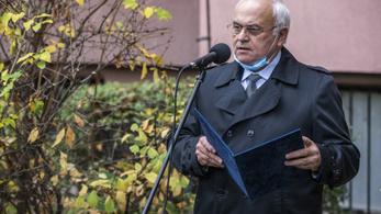Újbuda polgármestere: Rászolgáltam az oltásra, nem Dr. Bubótól kaptam a doktori címet