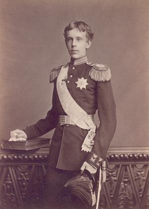 Rudolf katonai egyenruhában 1879-ben
