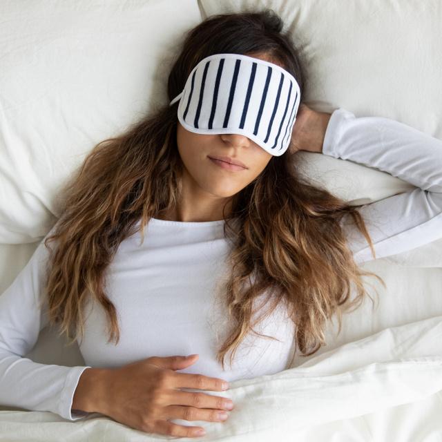 Oldalra fordulsz, vagy háton alszol? Ezért egészséges a két alvópóz a szakértők szerint