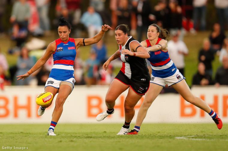 Az ausztrál futball az amerikai futballra és a rögbire emlékeztető játék, külsőre inkább az utóbbira, minthogy a játékosok nem viselik az amerikai fociból ismert, látványos védőfelszerelést