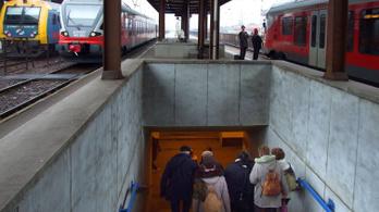 Késnek a vonatok a hatvani vonalon