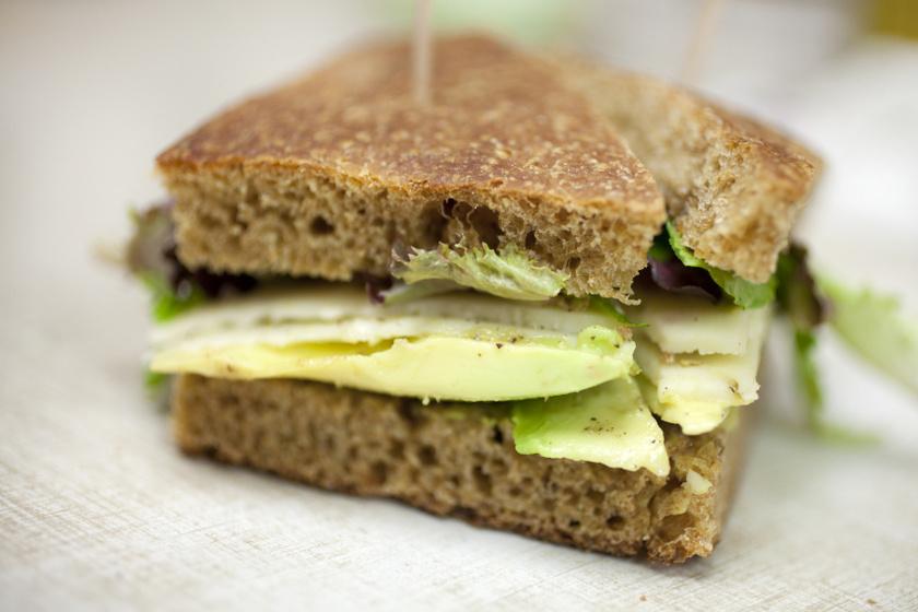 avokádó szendvics belső