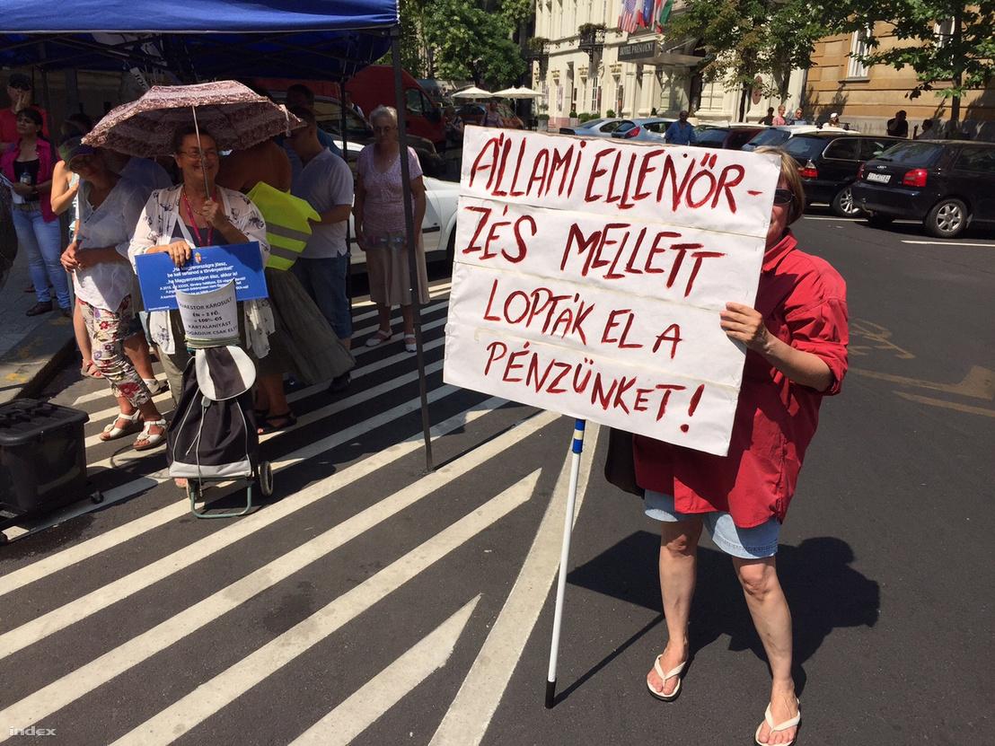 Quaestor-károsultak tüntetése 2015. július 25-én