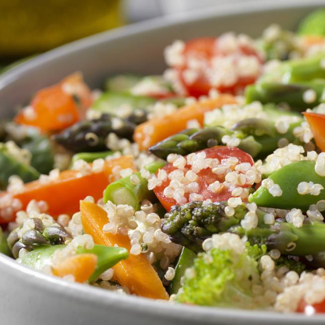 Izgalmas, fűszeres quinoa-saláta répával – Húsok mellé tökéletes köret