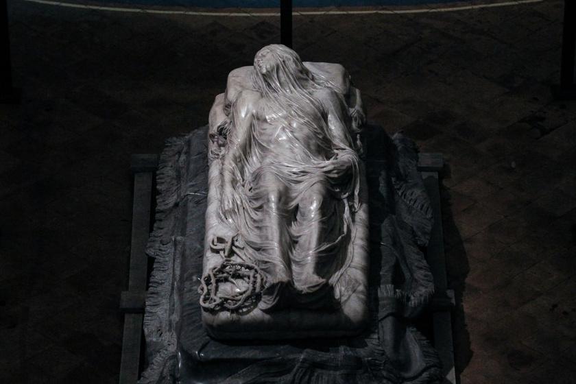 Giuseppe Sanmartino: Krisztus a lepel alatt. Más címmel: Fátyolozott Krisztus.