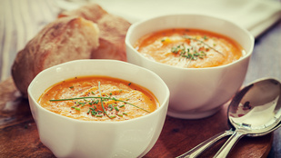 Ez a tejszínes lencse-répa leves tökéletes téli vacsora