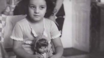 Auschwitzban született, képtelen ölelni