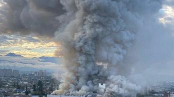 Egy egész kórház vált a lángok martalékává Chile fővárosában