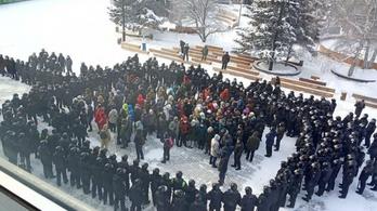 Brutálisan lépnek fel a hatóságok a Navalnij-párti tüntetőkkel Oroszországban