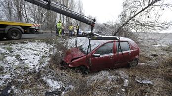 Autóbalesetben szörnyet halt egy 70 éves férfi Taksonynál
