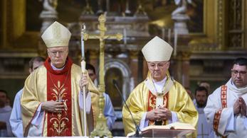 Molesztálta egy pap, megkereste Erdő Pétert, elvitték a rendőrök