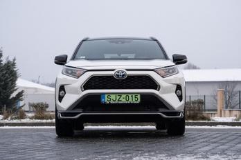 Hölgyeim és uraim: a 21 milliós Toyota!