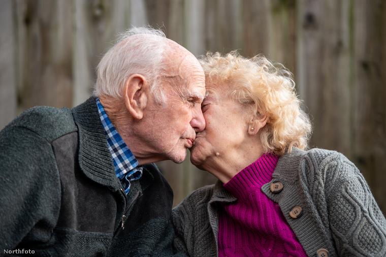 Amikor a 16 éves Ron meglátta az utcán vele szembe sétáló Berylt, annyira megtetszett neki, hogy kihívóan utánafütyült