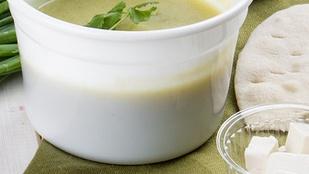 Készíts gazdag levest cukkinivel és kecskesajttal!