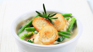 Egy gazdag leves a hideg estékre: burgonyaleves póréhagymával és baconnel