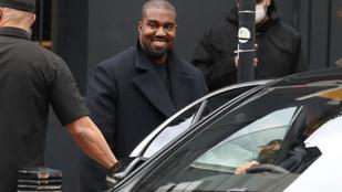 Kanye West vagy nagyon elbénázott valamit, vagy kizsákmányolta az istentiszteletein dolgozókat