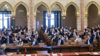 Nem jelentek meg a kormánypárti képviselők, határozatképtelen volt a parlamenti ülés