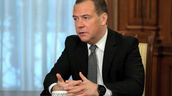 Medvegyev: az orosz vakcinák gyártására összpontosítunk