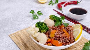 Karfiolrizs füstös-magyaros hangulatban – kalóriaszegény köret fűszeresen