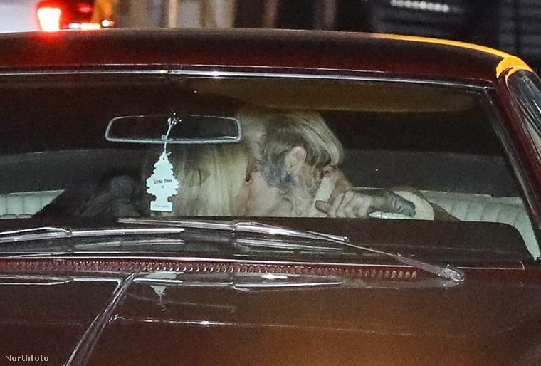 Bár nem minden történet zárul happy enddel, Carter és Martin iménti jelenete igen, a kocsiban már egymást csókolgatták