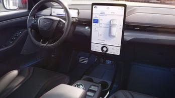 Androidra váltanak a Ford autói