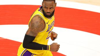 LeBron James miatt kivezettek egy szurkolót a csarnokból - videó