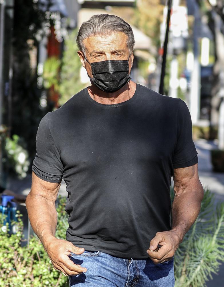 Sylvester Stallone a napokban Beverly Hillsben került közel egy fotóshoz, amikor éppen elintézett valami fontosat.