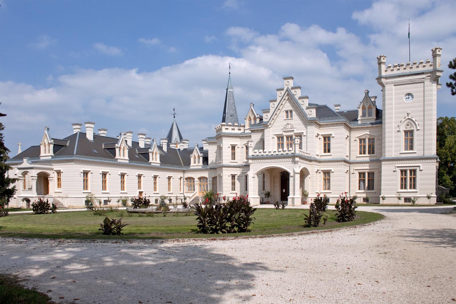 Melyik kastély látható a képen?
