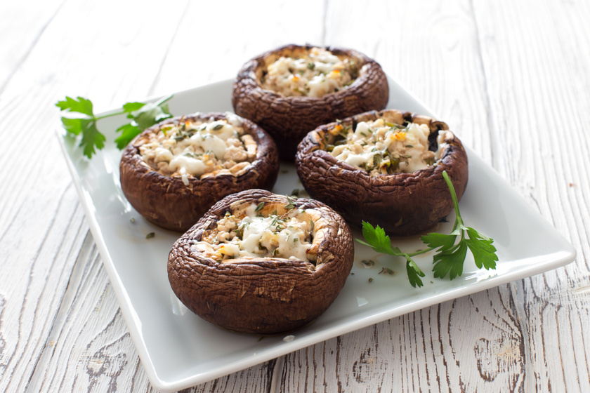 Zöldfűszeres, sajtkrémmel töltött gomba egyszerűen: gyorsan megvan, és nagyon finom