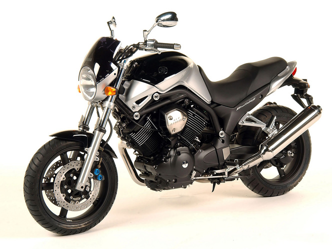 Yamaha BT1100 Bulldog Az MT-01 felbukkanása eléggé eljelentéktelenítette, de éppen ezért igen jó áron lehet hozzájutni manapság. Kényelmes utcai motor, nyomatékos V2-es cruiser blokkal, barangolásokhoz ideális.