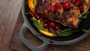 Ha egy kicsit több időd lesz a konyhában, készítsd el ezt a vörös áfonyás szűzpecsenyét