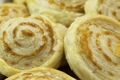 Gyors, ropogós sajtkrémes csiga – A tésztája is egyszerűen készül