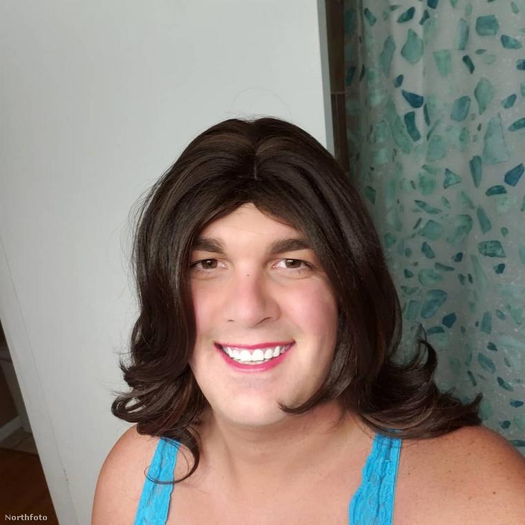 Aztán 28 éves korában úgy döntött, nem bírja tovább rejtegetni igazi identitását: felvállalta transzneműségét, majd nemátalakító műtétje volt