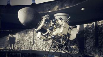 55 éve landolt a Luna–9