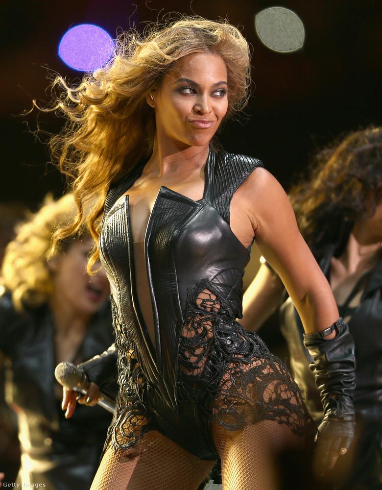 Elérkezünk 2013-ba, amikor Beyoncé nagyszabású show-ja új szintre emelte a félidei műsorokat