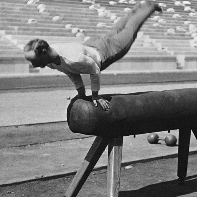 80 év telt el a két felvétel között, a különbség égbekiáltó: régen ezért járt aranyérem az olimpián