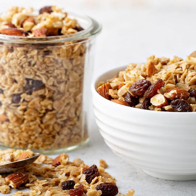 Ropogós, kókuszos granola mézzel és magvakkal: isteni, energiadús reggeli
