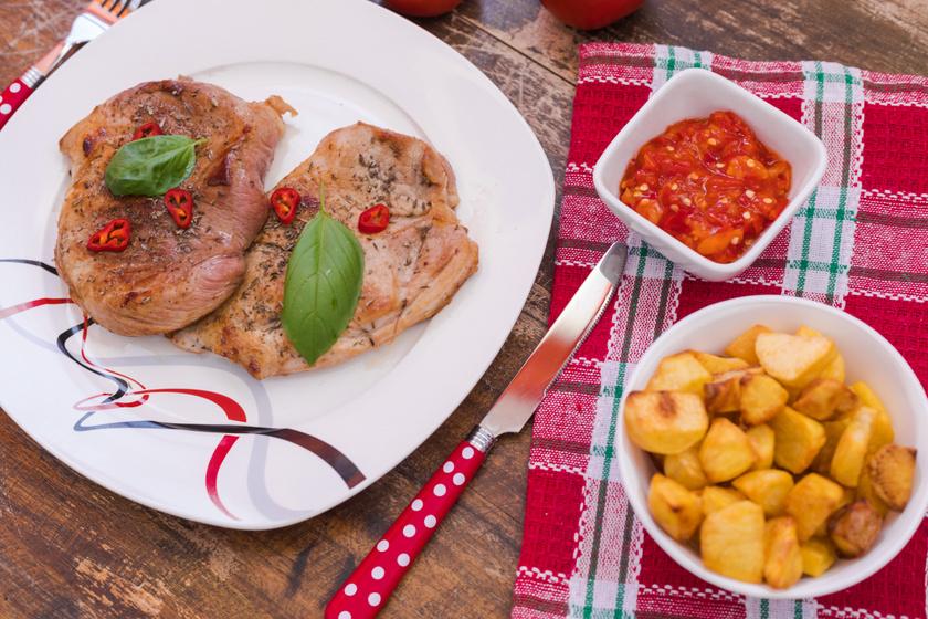 Csípős chilis karaj tepsiben sütve: így finom omlósra sül