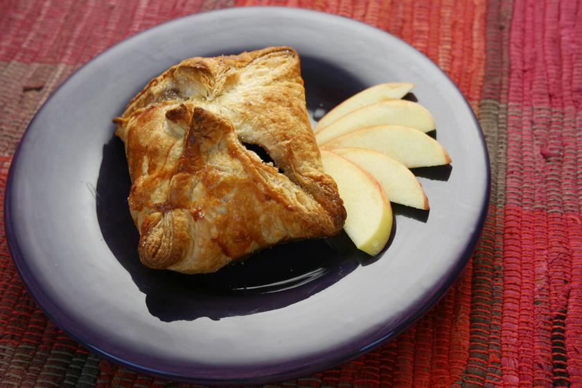 Pillekönnyű túrós táska kelt tésztából: békebeli süti egyszerűen