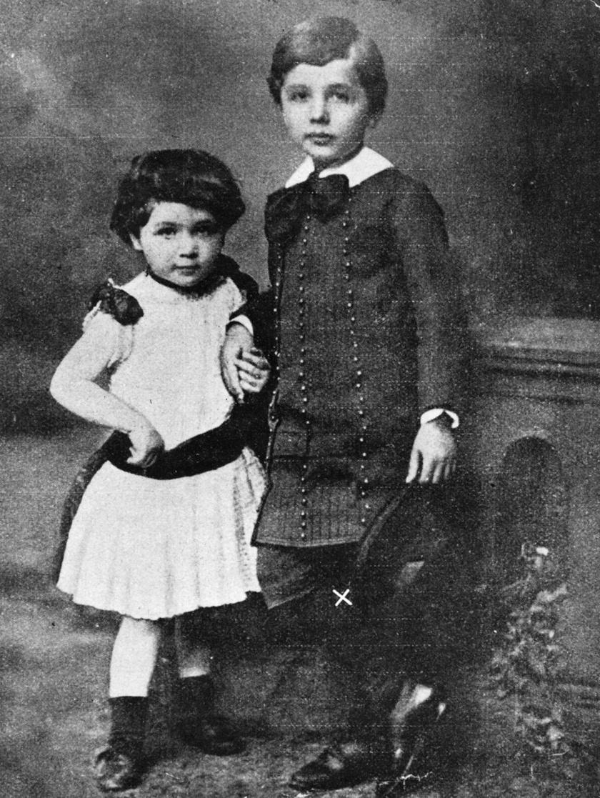 Albert Einstein húgával, Majával 1886-ban. A két testvér egész életében nagyon közeli kapcsolatban állt egymással.